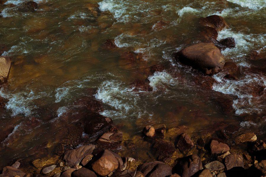 Michelia Kramer Photography, America, USA Photography, Amsterdam Photographer, Netherlands, river, rocks